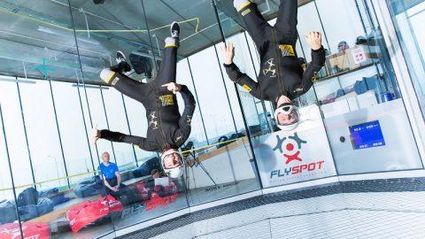 Loty w tunelu aerodynamicznym w Warszawie – także dla dzieci!
