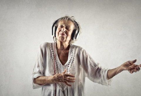Babcia tańczy rock and rolla – piosenka – tekst